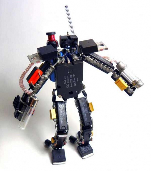 Робот из радиодеталей